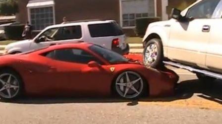Une Ferrari écrasée par un 4x4 Buzz vidéo