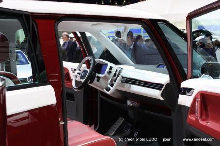 Tableau de bord en néo-rétro pour ce Combi VW Volkswagen Bulli