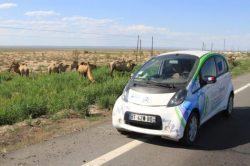 Electric Odyssey traversée du désert chinois. Au menu : des chameaux et beaucoup de vent !