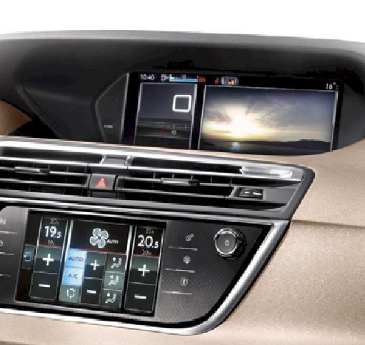 """L'écran large HD 12"""" affiche des informations essentielles à la conduite et le conducteur peut le configurer à tout moment. Il peut choisir d'afficher les informations de navigation ou aides à la conduite en fonction de vos besoins. Le conducteur peut également afficher une photo personnelle en fond d'écran de chargement via une clé USB."""