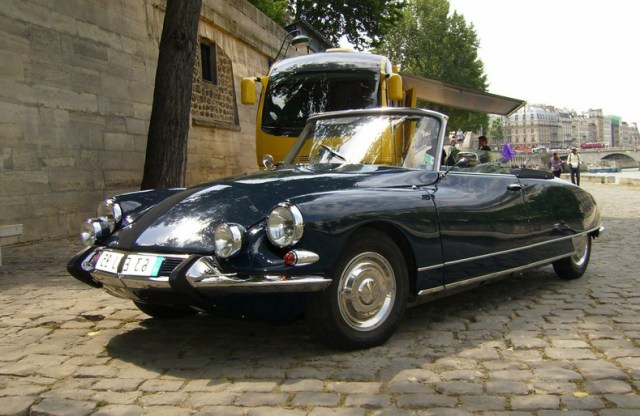 Voiture de collection citroen DS cabriolet