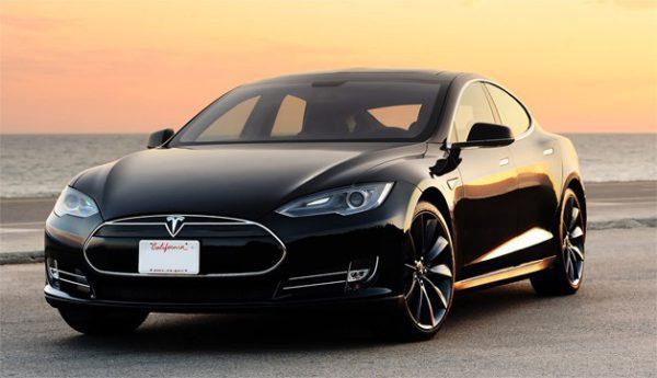 Tesla prend feu et l'action coule