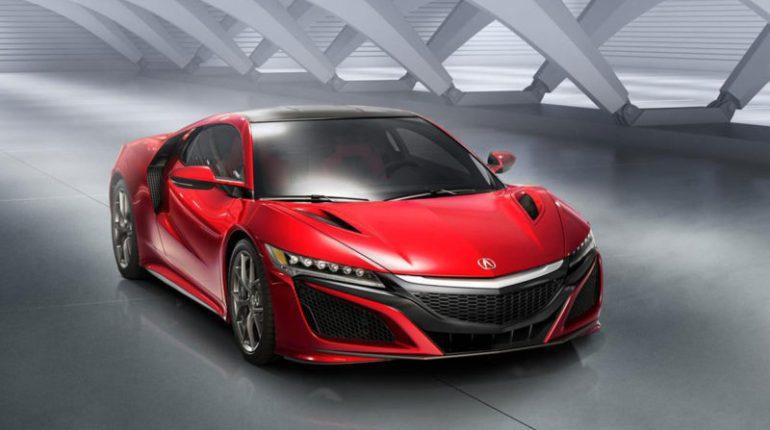 Honda NSX 2015 le retour de la belle en après 10 ans d'absence forte d'un moteur hybride de 550 ch avec un V6 biturbo, une voite de vitesse à 9 rapports et une carrosserie futuriste.