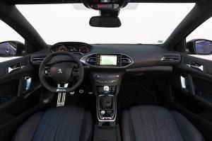 Essai Peugeot 308 GT BlueHDI 180 Intérieur planche bord