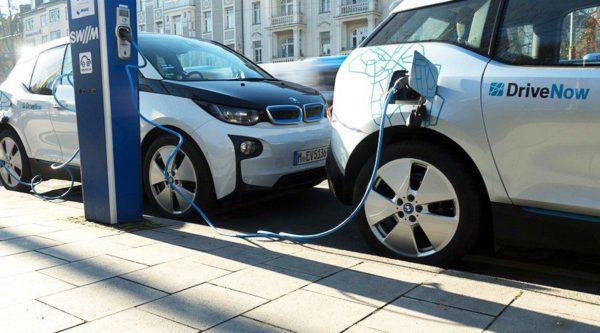 Recharge voiture électrique autopartage