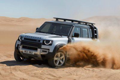 Land Rover Defender dans le sable
