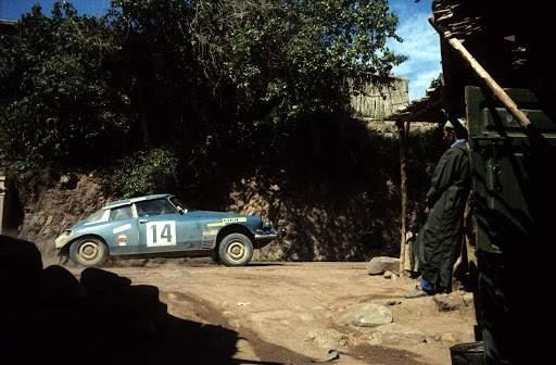 Sur les pistes du rallye du Maroc, la DS 21 proto de Bob Neyret et jacques Terramorsi se montre intraitable en 1969 et 1970