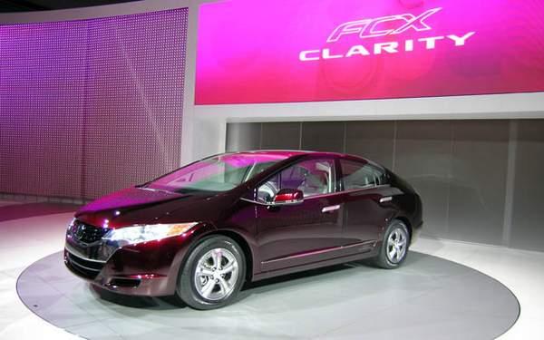 Concept car voiture à hydrogène Honda FCX Clarity à Los Angeles 2007
