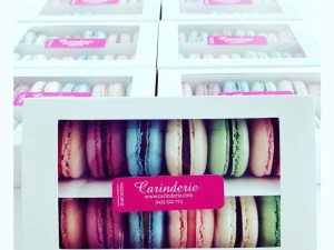 Macaron gift box – random colours and flavours – double (priced per box)