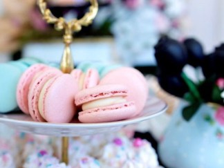 Macarons by the dozen (choose your colours and flavours!)
