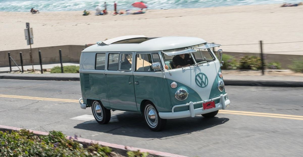 """Elektrisk Volkswagen """"rugbrød"""" fra 1964"""