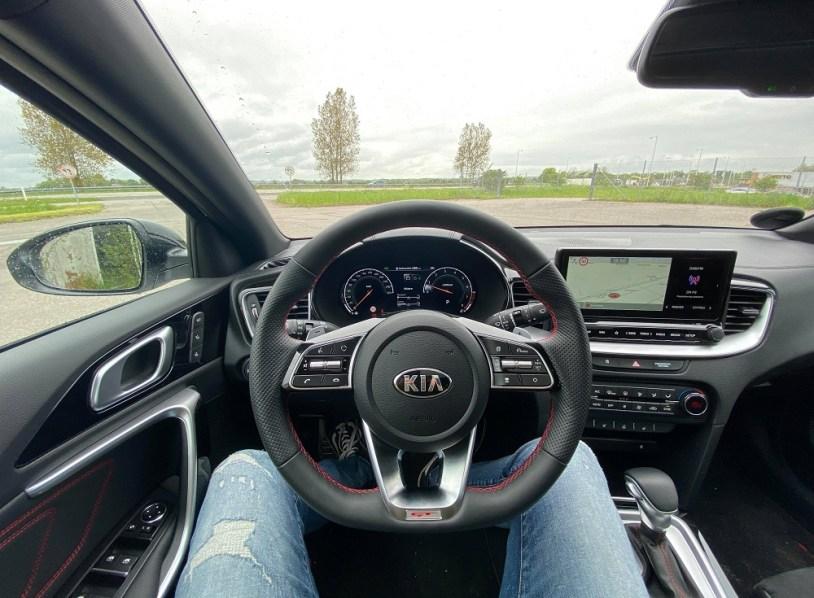 Et billede, der indeholder bil, udendørs, enhed, kontrolpanel Automatisk genereret beskrivelse