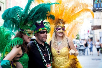 thumb_Mardi-Gras-Parade-Showgirls-2