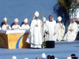 2008-05-17-Agrigento-Stadio-Esseneto-Arcivescovo_Franco_Montenegro