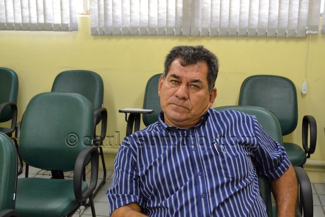 Ronaldo Cancão na sala de licitações