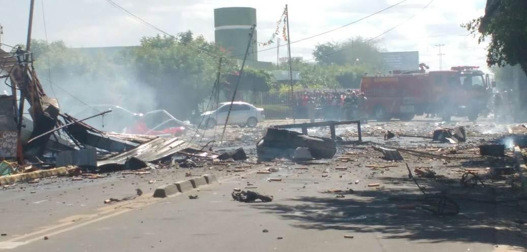 Explosão de barraca de fogos de artifício deixa cenário de 'guerra' no Centro de Petrolina