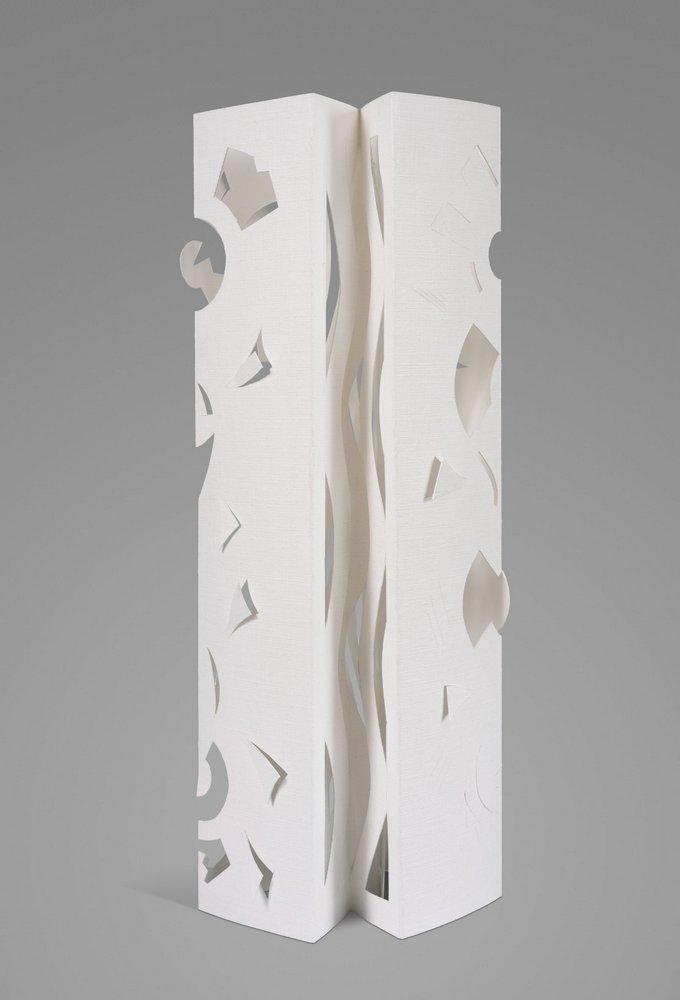 Escultura en papel No 9. 32,5 cm x 12 cm x 9.5 cm