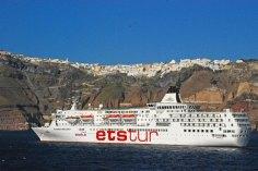 Cruceros en el puerto de Santorini
