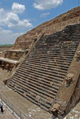 Escaleras del Templo de la Serpiente Emplumada