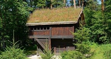 Norsk Folkmuseum. Cabaña con Tejado de Yerba
