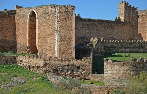 Dos torres albarranas eran sus defensas principales