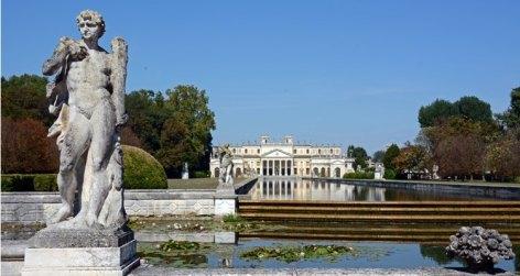 Villa Pisani. Estanque y Caballerizas