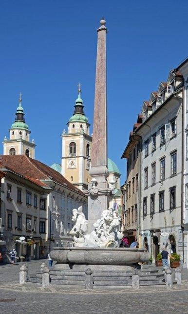 Liubliana. Plaza Mestni. Fuente de los Tres Ríos