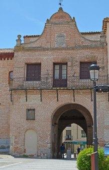 PLAZA-del-REAL-Arco-de-Alcocer