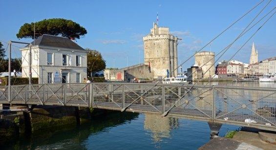 Torres y Puerto Viejo desde el Puente del Quai du Gabut