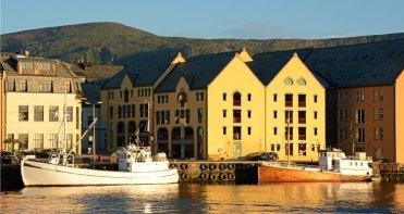 Muelle y Barcos Pesqueros