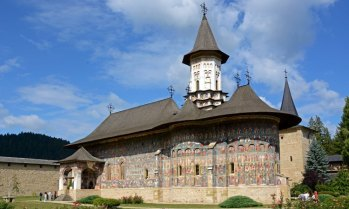 Monasterio Sucevita. Jardines e Iglesia