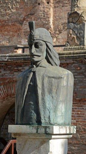 Curtua Veche. Monumento a Vlad Tepes