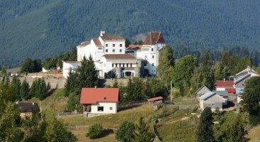 Piatra Fantanele. Hotel Castel Dracula