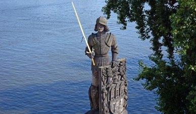 Monumentoa Rolando en Río Moldava