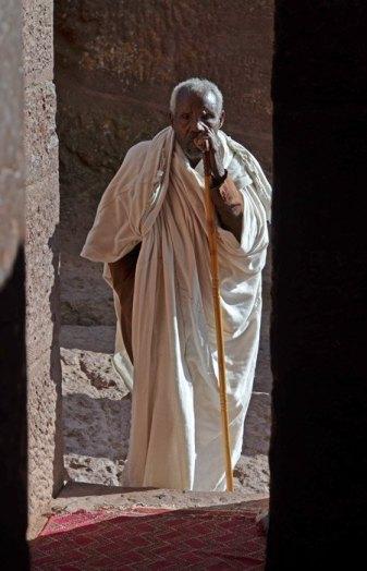 Religiosos y laicos custodian los templos