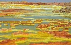 La intensidad del color de los minerales volcánicos produce paisajes de otro planeta