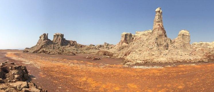 Montañas de Sal petrificada erosionadas por el viento y el agua