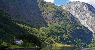 Fiordo y Montañas de Nærøy