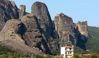 Casa, Rocas y Monasterio de Varlaam