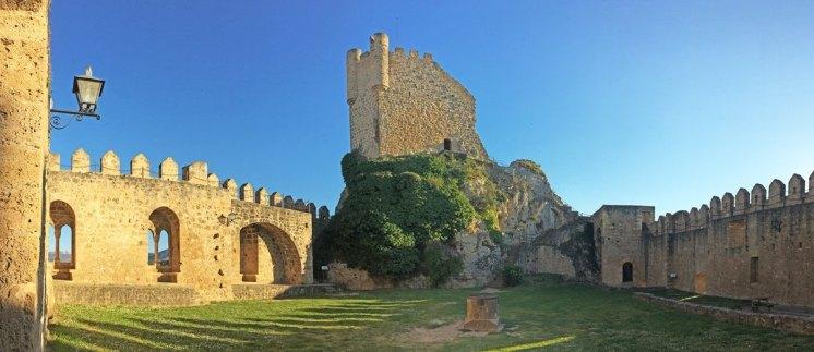 Plaza de Armas del Castillo de Frías