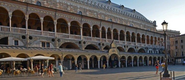 Palazzo della Ragione - Piazza dei Frutti