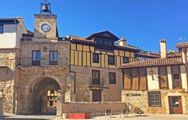 Poza de la Sal - Plaza del Ayuntamiento