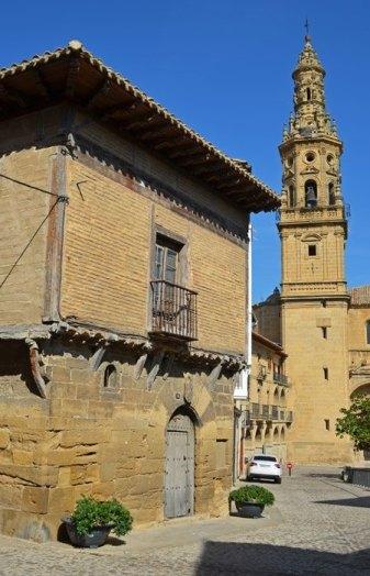 Casona Medieval y Torre de la Iglesia