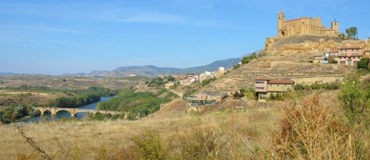 San Vicente de la Sonsierra - Cerro del Castillo y Puente sobre el Rio Ebro