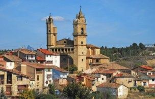 La Iglesia de San Andrés destaca sobre los tejados de Elciego