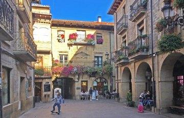 Plaza Mayor y Ayuntamiento (Laguardia)