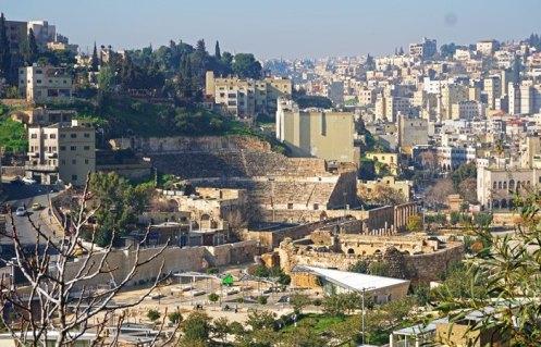 El Teatro Romano incrustado en una colina del centro de Amán