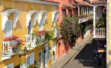 Restaurante Vitrola y Calle de los Estribos