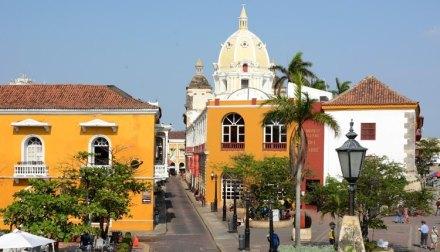 Plaza de Santa Teresa y Cúpula de San Pedro Claver