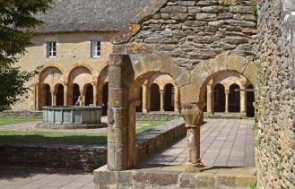 Claustro de la Antigua Abadía de Conques